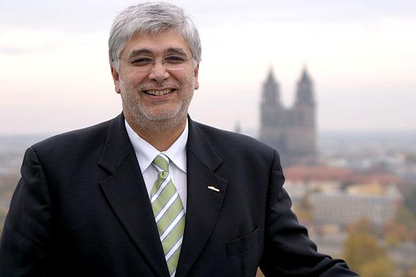 Georg Bandarau talkt über den Dächern Magdeburgs über Magdeburg