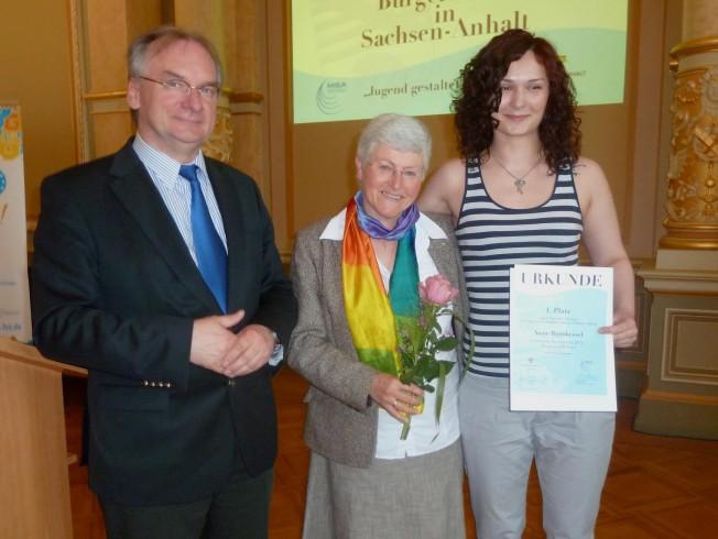 Ministerpräsident Haseloff gratuliert Anne Bornkessel